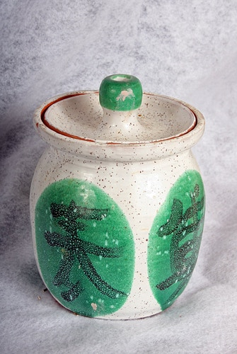 White and Green Jar - Alexis Dillon | PHOTOGRAPHER
