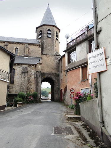 Archway in Coupiac - Alexis Dillon | PHOTOGRAPHER
