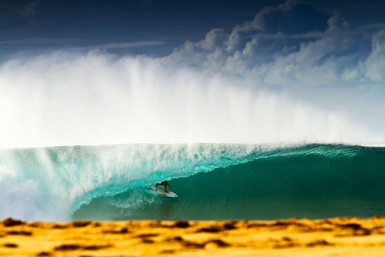 Ian Gouveia, Pipeline - BILLY WATTS PHOTOGRAPHY