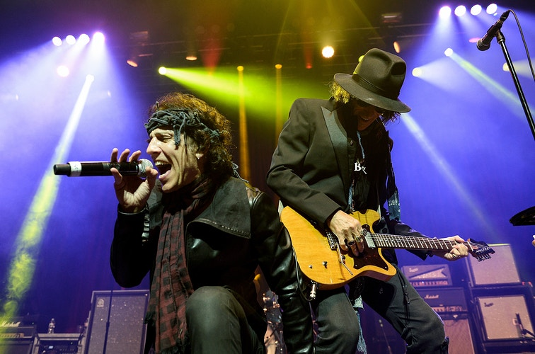 Gary Cherone and Joe Perry - Brandon Magnus