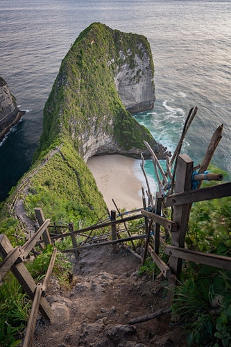 An overlook at Kelingking Beach on Nusa Penida, Indonesia - TRex Beach - Daniel John Photography