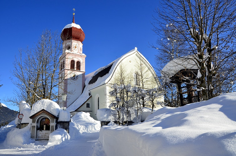St. Mary Magdalena church in Leutasch in winter - Elle Lens