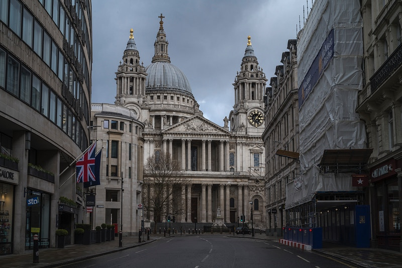 ST. PAULS CATHEDRAL A TAXI AWAITS BUT NO ONE COMES. LONDON MONDAY AFTERNOON 30TH MARCH @ 15.03 DURING THE GREAT GLOBAL PANDEMIC OF 2020 - GRAHAM GUY BARRATT
