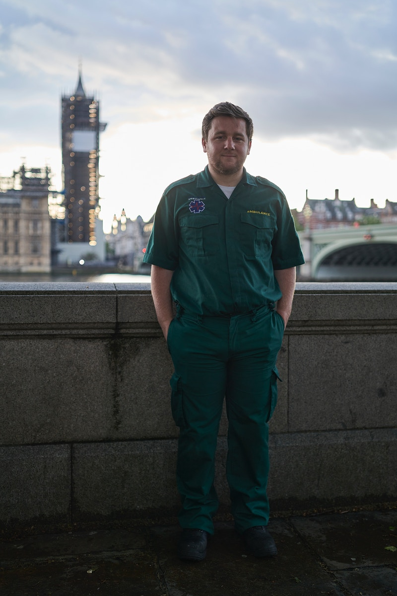 CONOR. KENT AMBULANCE SERVICE SERVING ST. THOMAS HOSPITAL ON THE QUEENS WALK BELOW AND OPPOSITE PARLIAMENT LONDON WEDNESDAY 30TH APRIL 20.10 FOR 'CLAPPING FOR HEROES' DURING THE GREAT GLOBAL PANDEMIC OF 2020 - GRAHAM GUY BARRATT