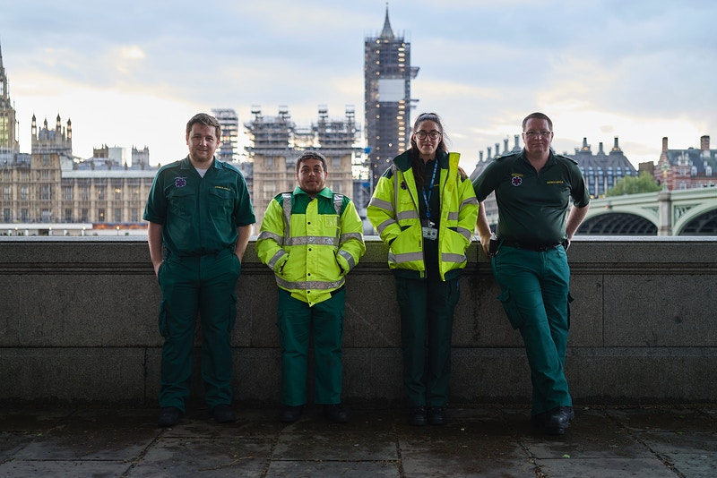 CONOR, LUKE, IMOGEN & BEN. KENT AMBULANCE SERVICE SERVING ST. THOMAS HOSPITAL ON THE QUEENS WALK BELOW AND OPPOSITE PARLIAMENT LONDON WEDNESDAY 30TH APRIL 20.10 FOR 'CLAPPING FOR HEROES' DURING THE GREAT GLOBAL PANDEMIC OF 2020 - GRAHAM GUY BARRATT