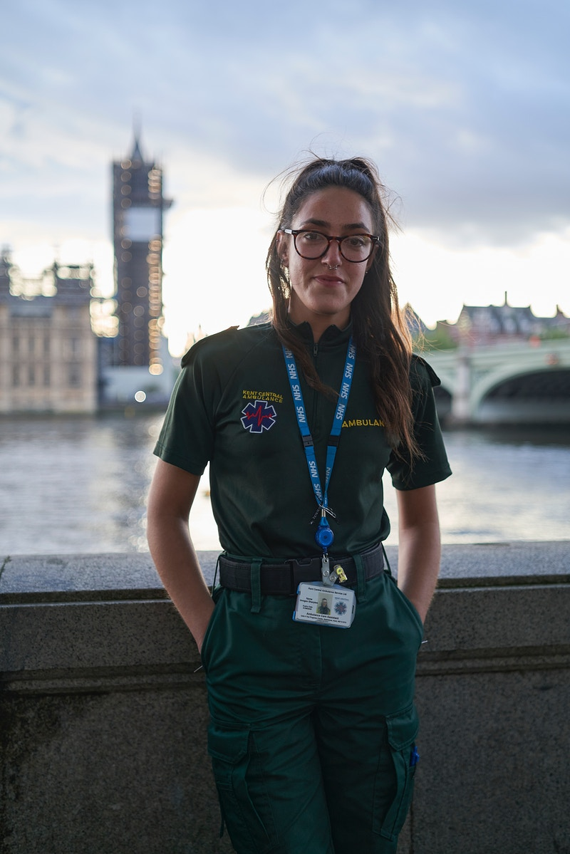 IMOGEN. KENT AMBULANCE SERVICE SERVING ST. THOMAS HOSPITAL ON THE QUEENS WALK BELOW AND OPPOSITE PARLIAMENT LONDON WEDNESDAY 30TH APRIL 20.10 FOR 'CLAPPING FOR HEROES' DURING THE GREAT GLOBAL PANDEMIC OF 2020 - GRAHAM GUY BARRATT