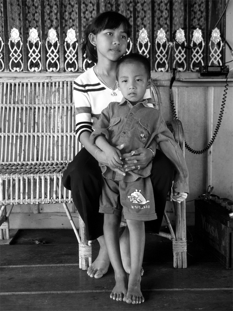 BROTHER AND SISTER ON THEIR MOTHERS BOAT ON THE TONLE SAP 27TH NOVEMBER 2000 - GRAHAM GUY BARRATT