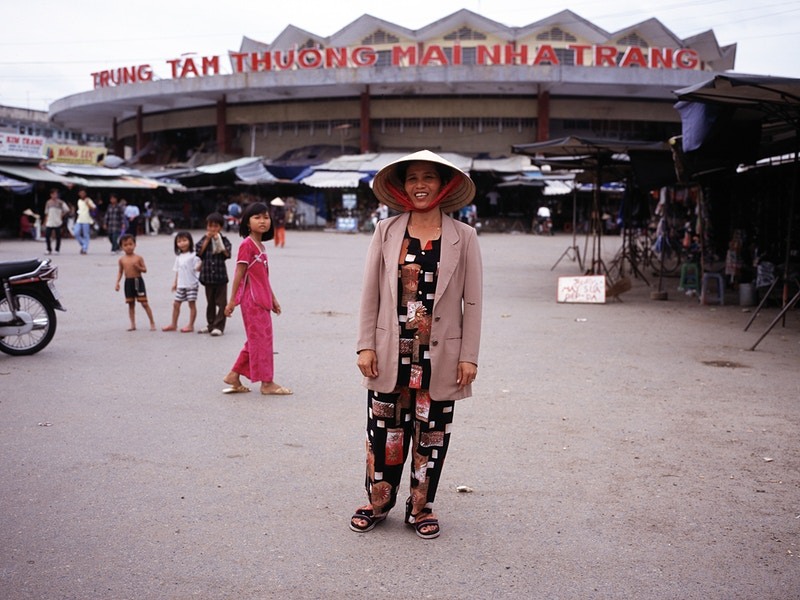 TRUNG TAM THUONG MAI NHA TRANG AND THE LADY - GRAHAM GUY BARRATT