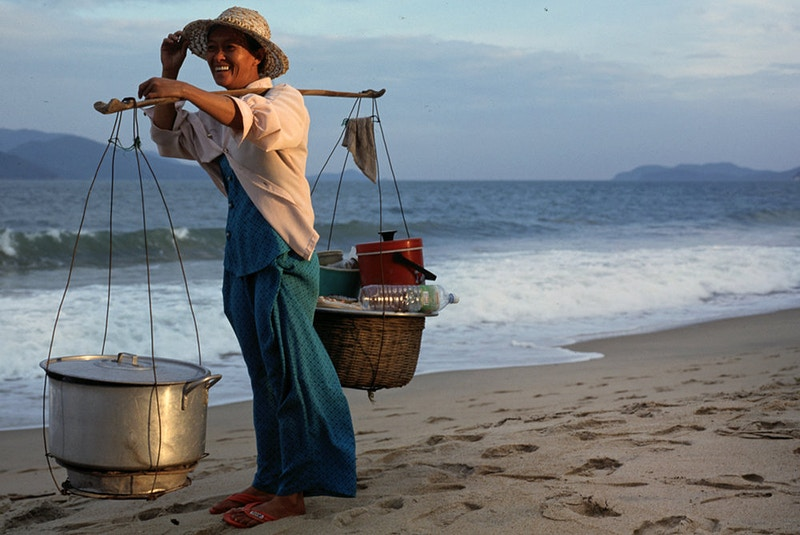 DANANG ON THE BEACH WHERE IT ALL BEGAN - GRAHAM GUY BARRATT