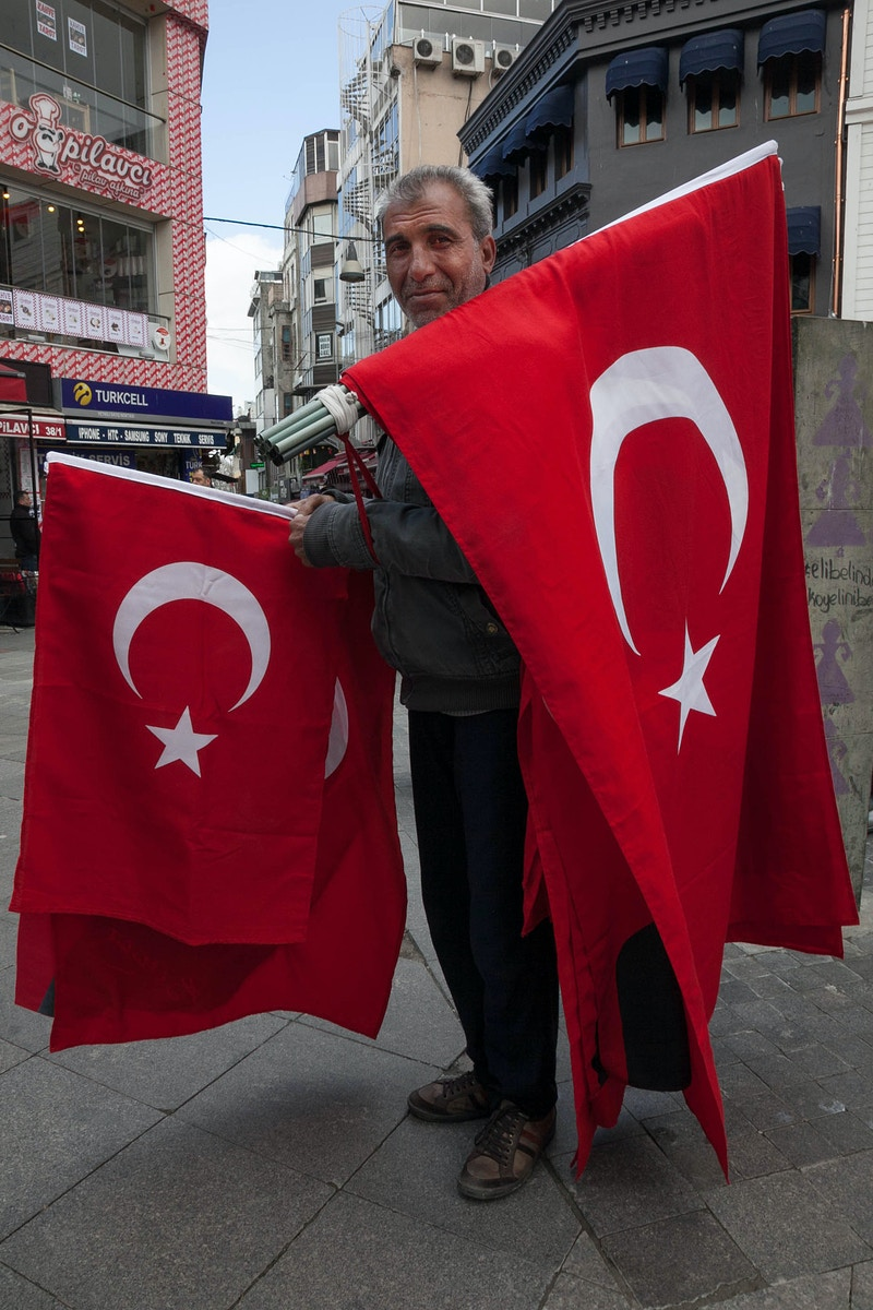 FLAG SELLER KADIKOY, ASIAN ISTANBUL - GRAHAM GUY BARRATT