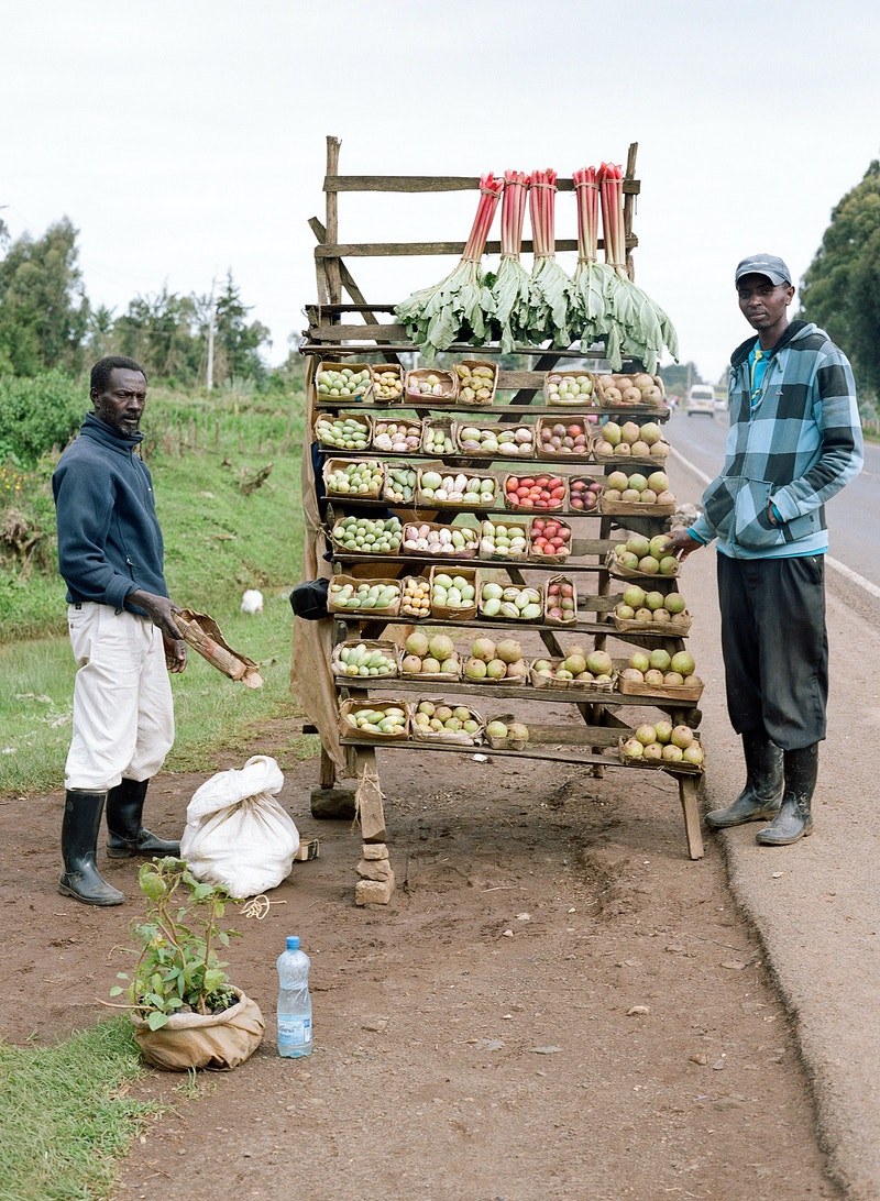 FRUIT STALL IN THE RIFT VALLEY SOUTH OF NAIVASHA - GRAHAM GUY BARRATT