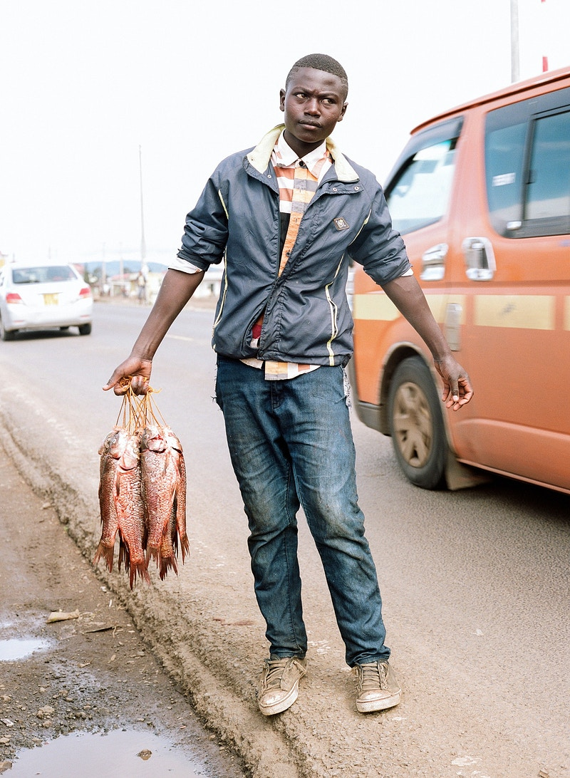 SAM ROADSIDE FISH SELLER, ON THE NAKURU - NAIROBI ROAD nr. NAIVASHA. NAKURA COUNTY. - GRAHAM GUY BARRATT