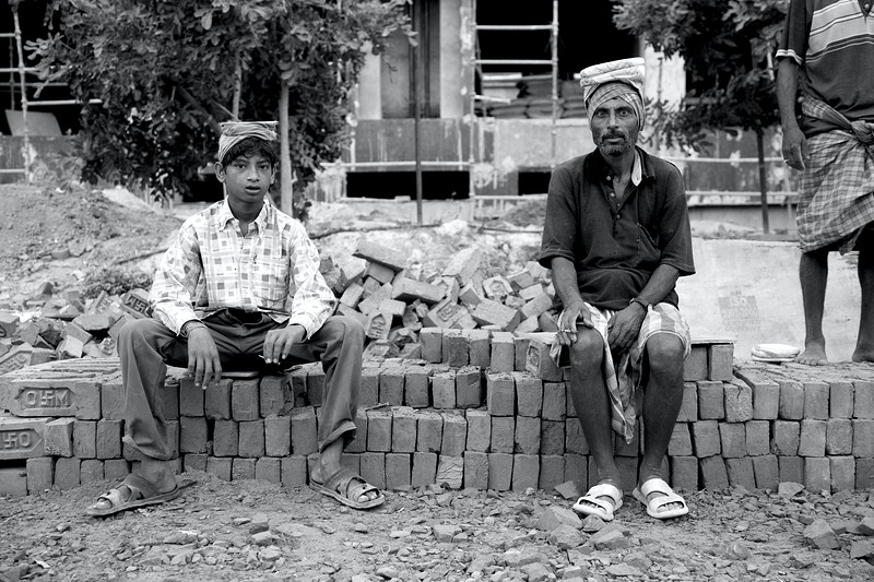 LABOURERS YOUNG AND OLD - AGRA UTTER PRADESH - GRAHAM GUY BARRATT