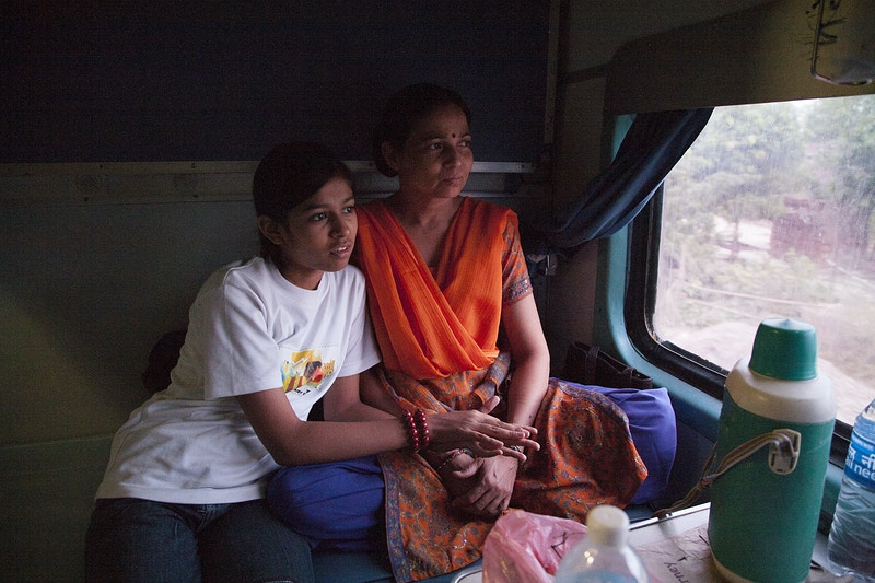 GOING HOME ON THE VARANASI EXPRESS TO BIHAR - GRAHAM GUY BARRATT