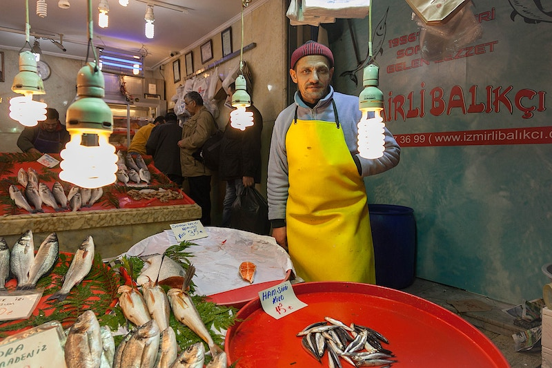 MORAT AT THE IZMIRLI BALIKCI FISH MONGERS, TAHMIS SOKAK No. 21 EMINONU, ISTANBUL - GRAHAM GUY BARRATT