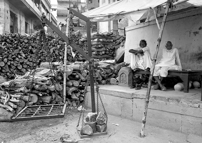 THE WEIGHING MACHINE - VARANASI - GRAHAM GUY BARRATT