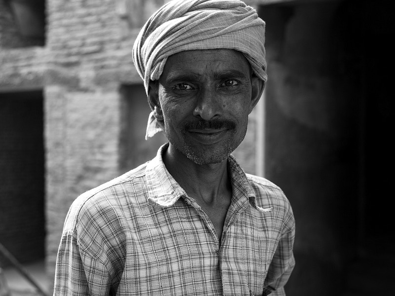 RESTORATION MAN AT THE RED FORT, DELHI UTTAR PRADESH - GRAHAM GUY BARRATT