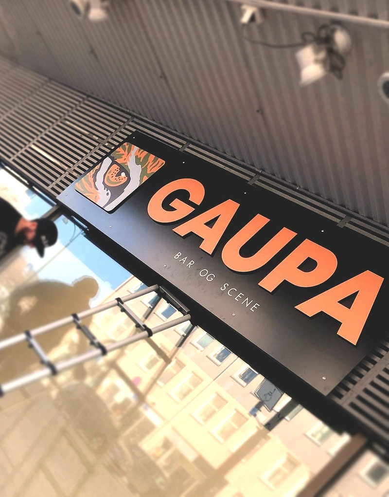 Gaupa Bar And Scene 2 - GUNDERSONS™ - Design Studio / Poster Shop