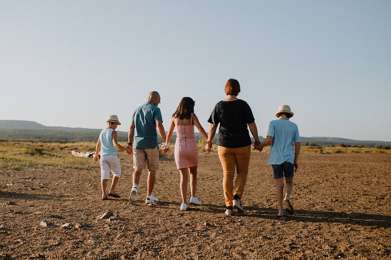 Seance Photo Une Plage En Famille A Gruissan - Ilithyia Photographie