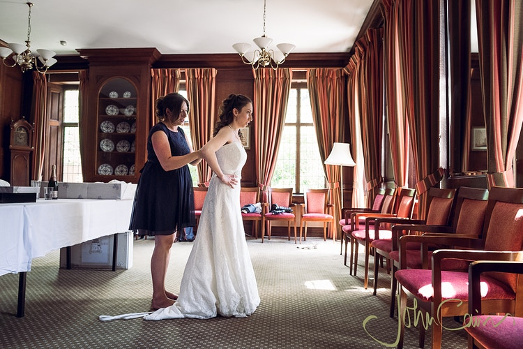Bridal preparations - JC Wedding Photography - Oxford wedding photographer