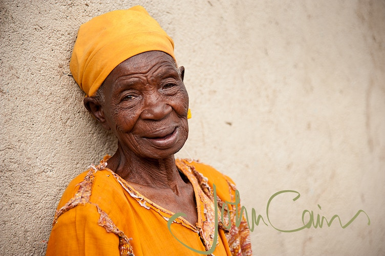 Rariera District, Kenya. The oldest lady in the village - John Cairns Photography