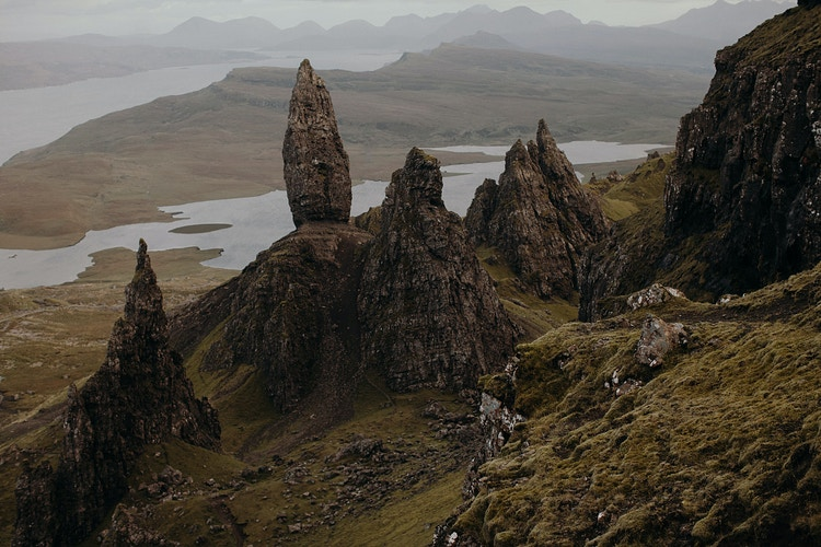 The Old Man of Storr in Isle of Skye - Jordan Voth | Seattle Wedding & Portrait Photographer