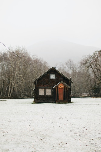 Cabin in the Snow - Jordan Voth | Seattle Wedding & Portrait Photographer