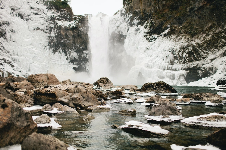 Frozen Snoqualmie Falls - Jordan Voth | Seattle Wedding & Portrait Photographer