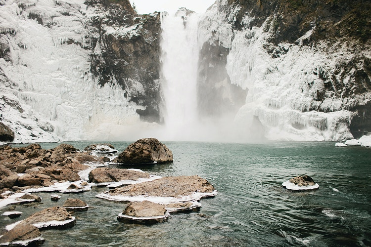 Frozen Snoqualmie Falls II - Jordan Voth | Seattle Wedding & Portrait Photographer