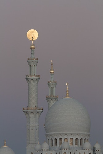 The Moon and the Mosque, Abu Dhabi, UAE - Kirk Marshall Photography