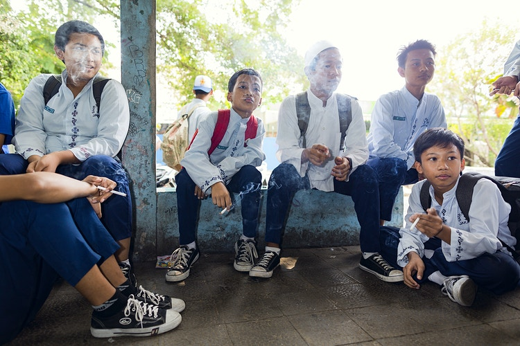 Smoking In Indonesia - photographer KRISTER SØRBØ