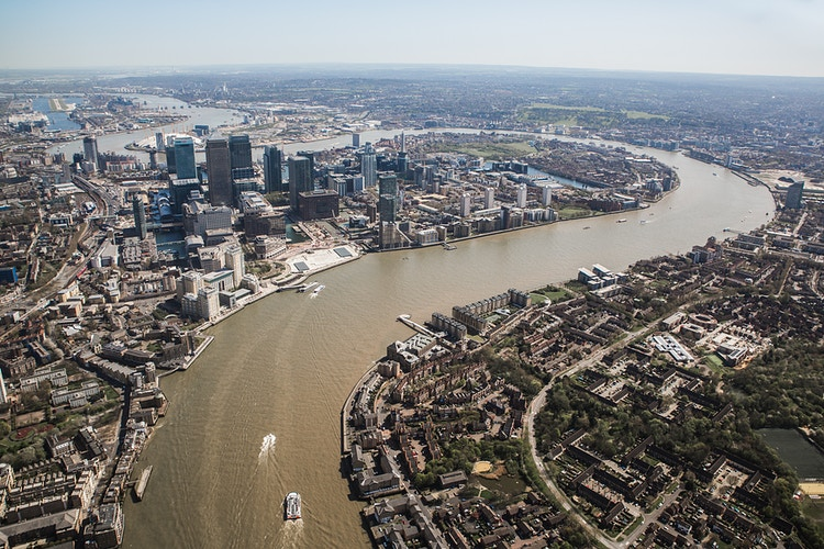 Canary Wharf from heli - London Viewpoints