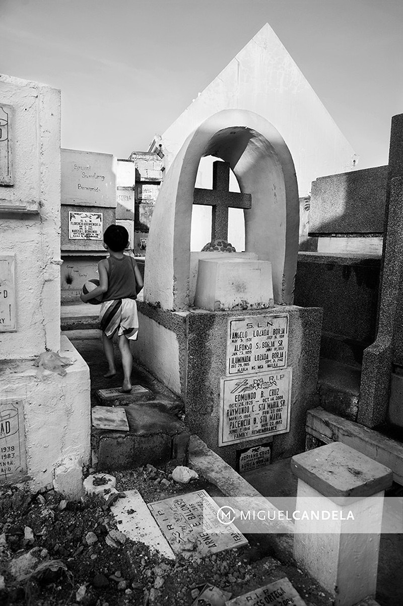 The Cemetery Of The Living - Miguel Candela |
