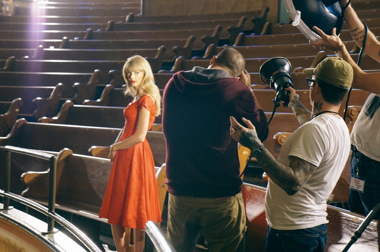 Taylor Swift (Behind the Scenes: Sony) - Mike Diep