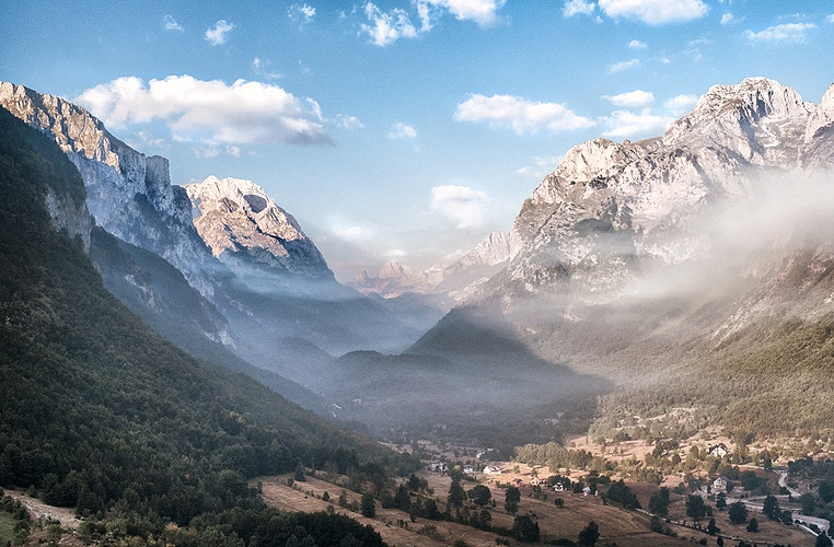The Valley - Photography by Milos Markovic