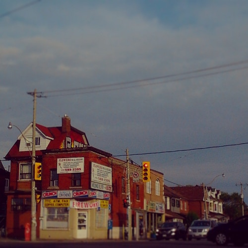 Dufferin and Dupont - Ardean Peters | Toronto Photographer | Portraits, People & Light