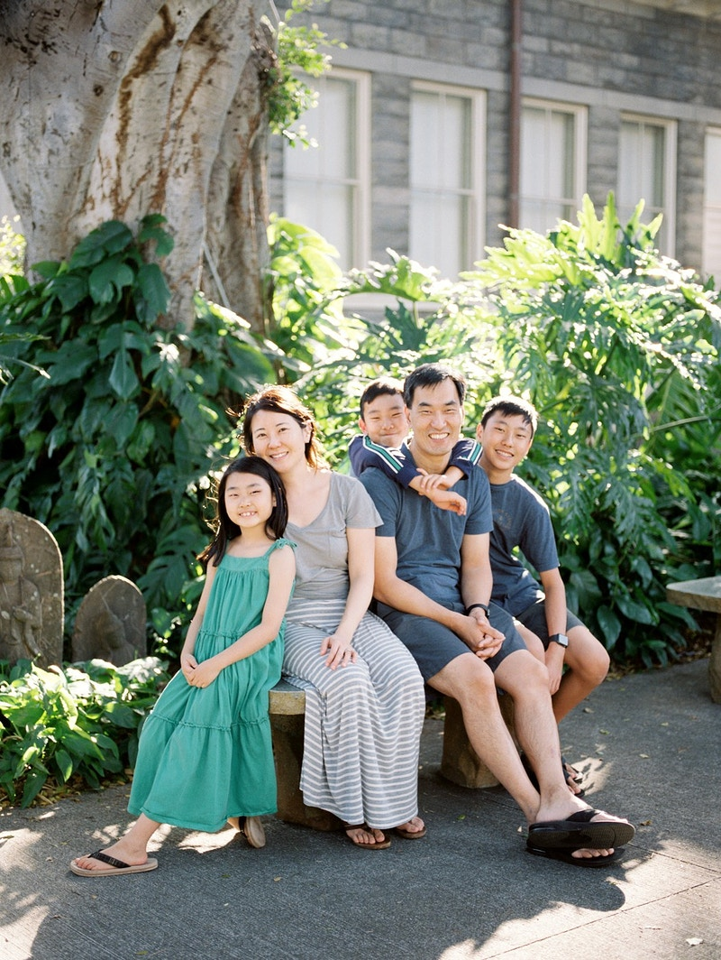 The Lee Family Honolulu Hawaii - Mist of Morning Photography