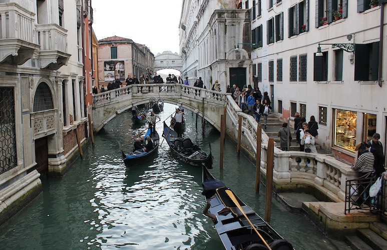 VENICE TRAFFIC JAM - NICHOLAS LIMITED EDITION