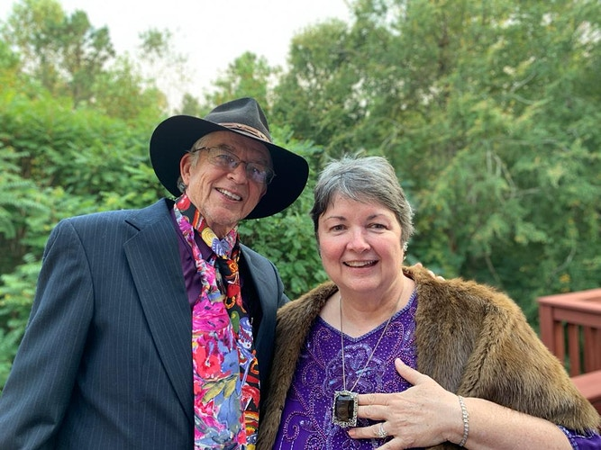 Speakers And Bios Attracting Love Of Deep Connection - Penney De Pas