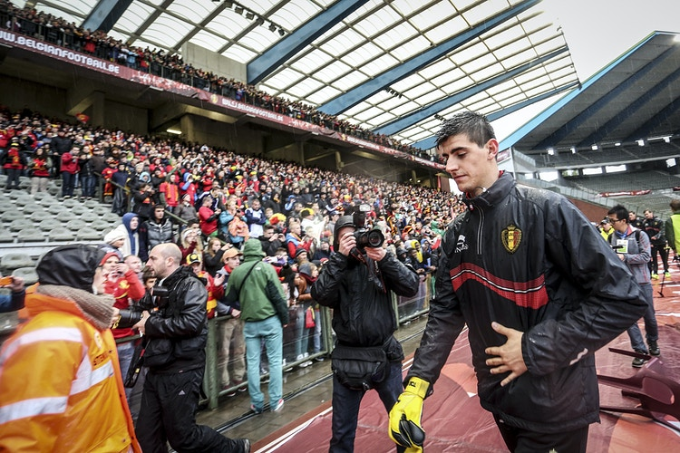 Goalkeeper Thibaut Courtois leaves the stadium Roi Baudouin after the training. - Pablo Garrigós
