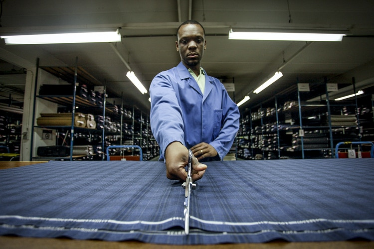 A worker in the Scabal's Atelier - Pablo Garrigós