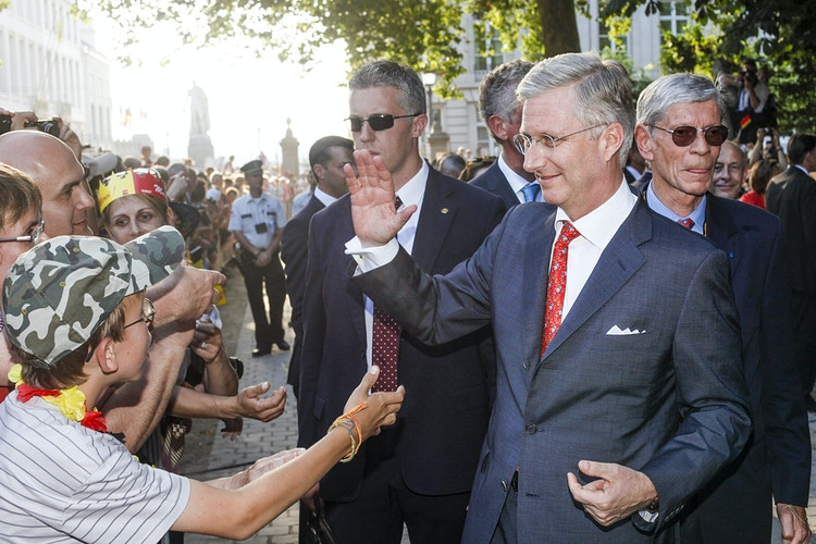 King Philippe of Belgium greets the people who comes to see him at the Royal Parc during the national day. - Pablo Garrigós