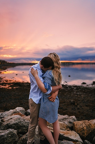 Seaside sunset couple shoot - Creative Portrait Photographer :: Portland, Maine - Savannah Daras