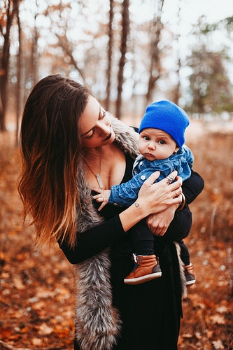 Mom and baby autumnal photoshoot - Creative Portrait Photographer :: Portland, Maine - Savannah Daras