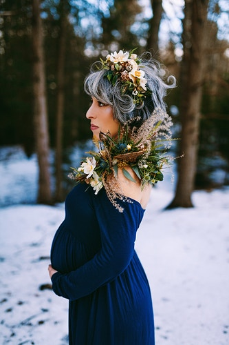Elegant winter maternity photoshoot - Creative Portrait Photographer :: Portland, Maine - Savannah Daras