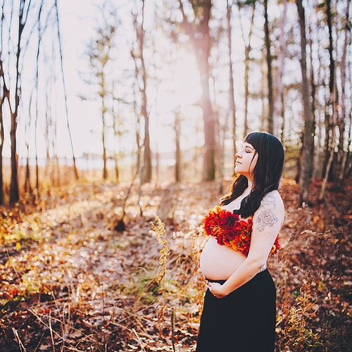 Creative maternity shoot fall foliage - Creative Portrait Photographer :: Portland, Maine - Savannah Daras