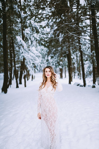 Elegant winter boudoir photoshoot, Maine - Creative Portrait Photographer :: Portland, Maine - Savannah Daras