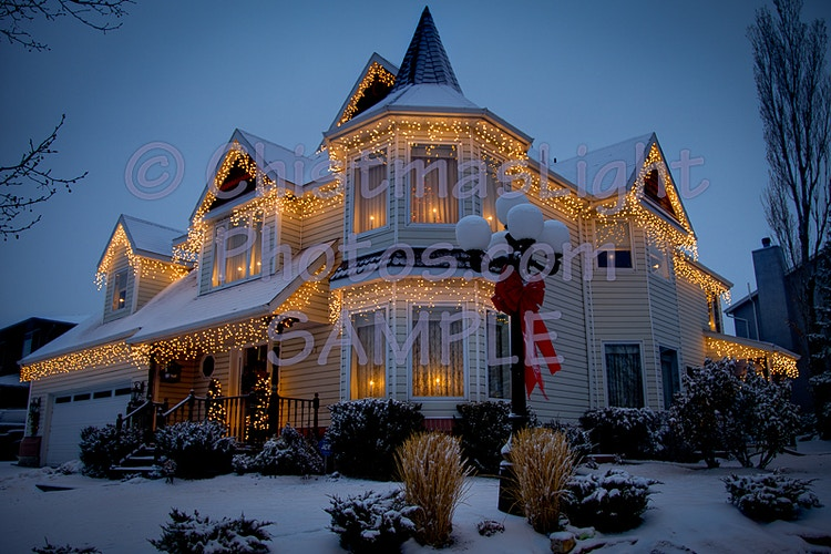 Incandescent Iclicl Christmas Lights on house - Vance Brand Photography