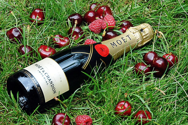 Moët & Chandon - YULA-DESIGNS