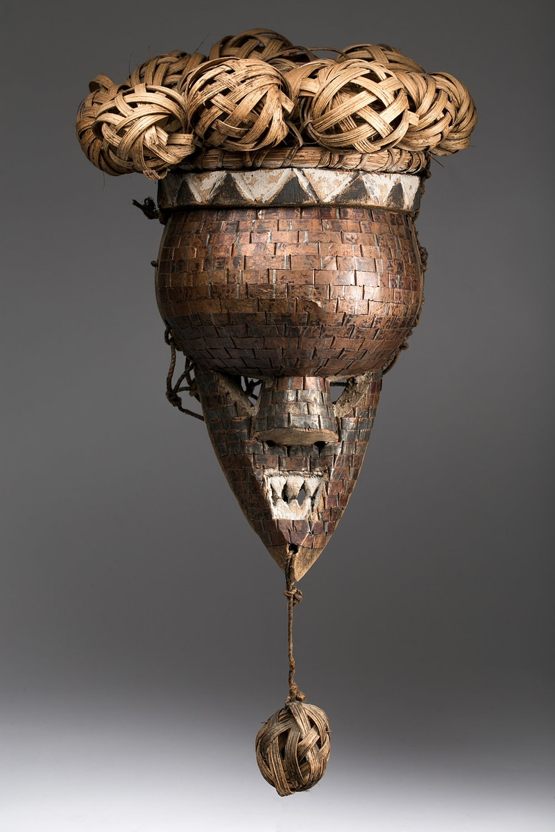 Galerie L&Z Arts - Salampasu Mukinka mask - Tribal Art - Zajega Photo